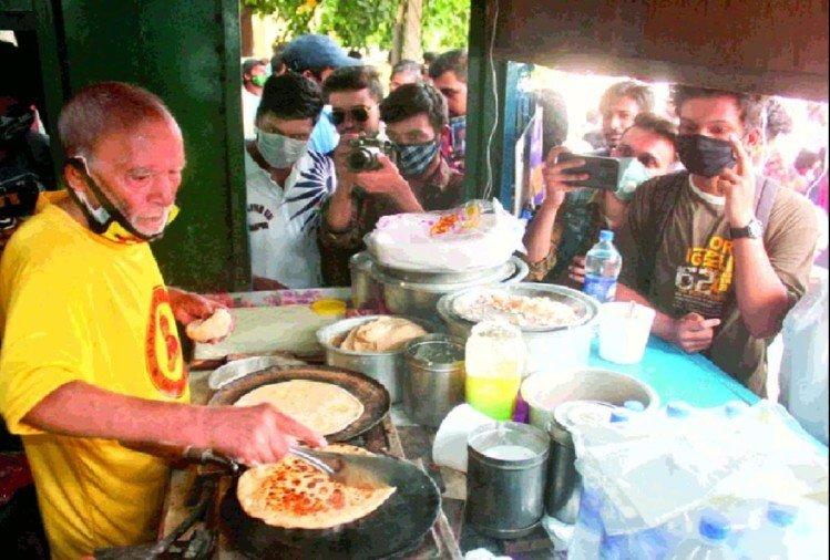 Baba Ka Dhaba Kanta Prasad And His Wife Badami Devi Come Back On Old Dhaba Do Shut Restaurant - अर्श से फर्श तक: फिल्मी अंदाज में खोल लिया था रेस्टोरेंट, फिर फुटपाथ